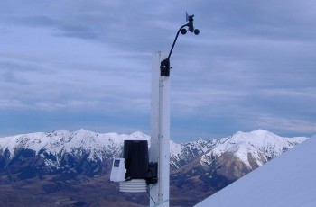 A Vantage Pro2 Weather Station nstalled at Mount Cheeseman, Canterbury NZ.